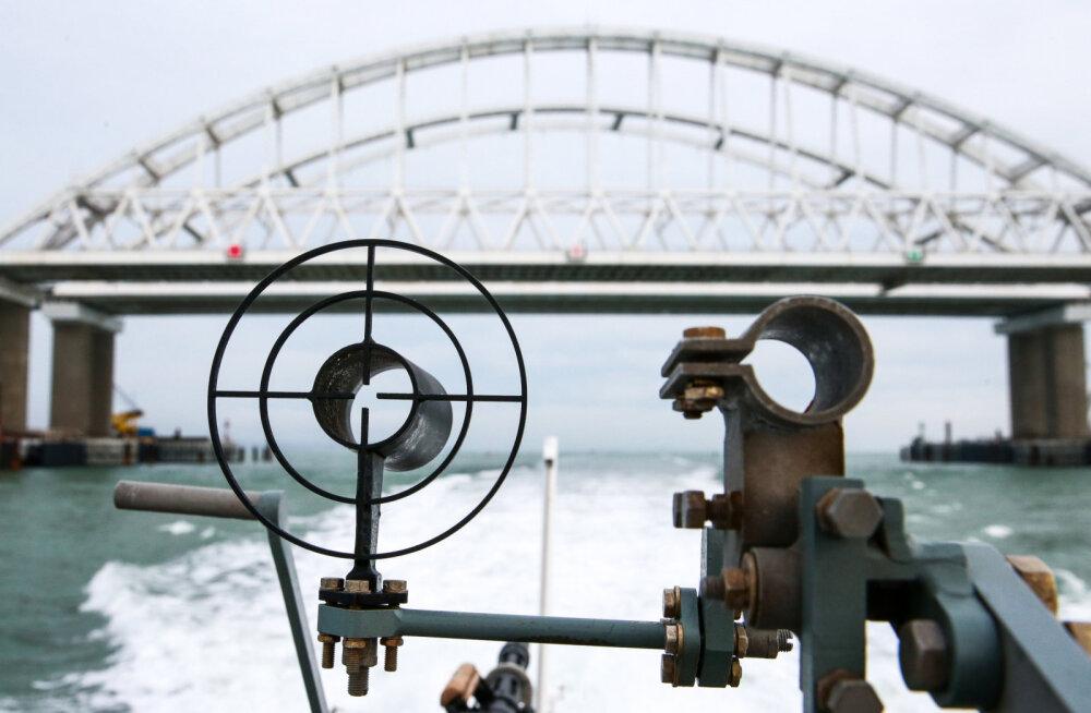 Ukraina kavatseb prooviks saata mereväe konfliktikohta Kertši väina läbima