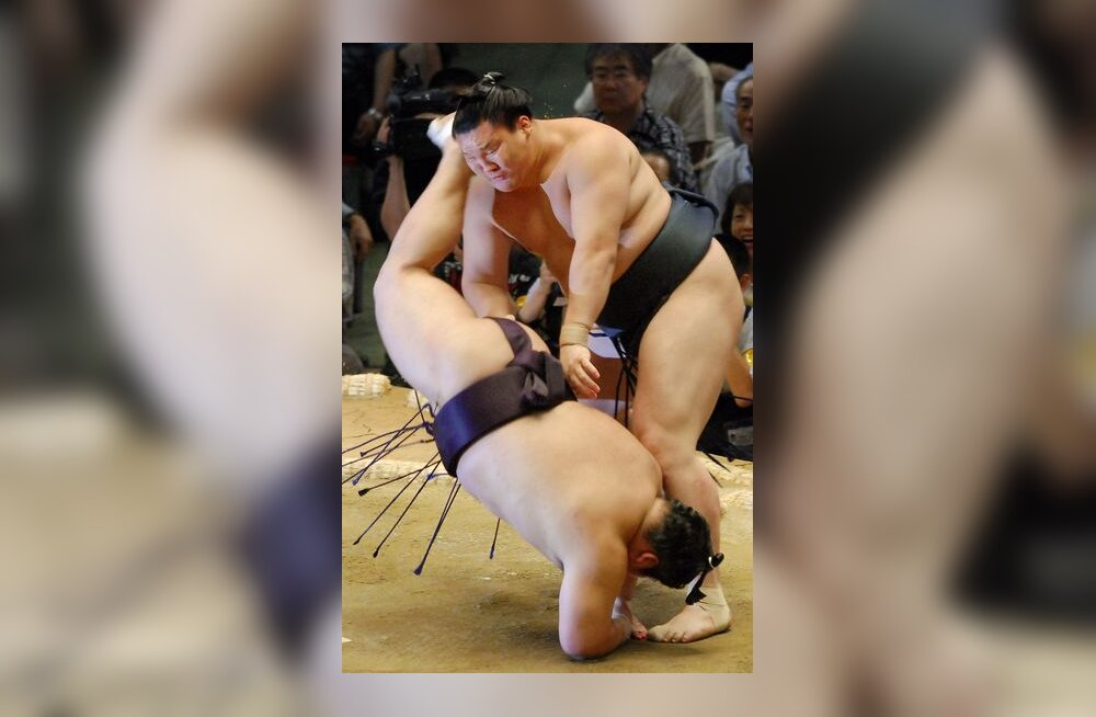 Yokozuna Hakuho alistab järjekordse vastase