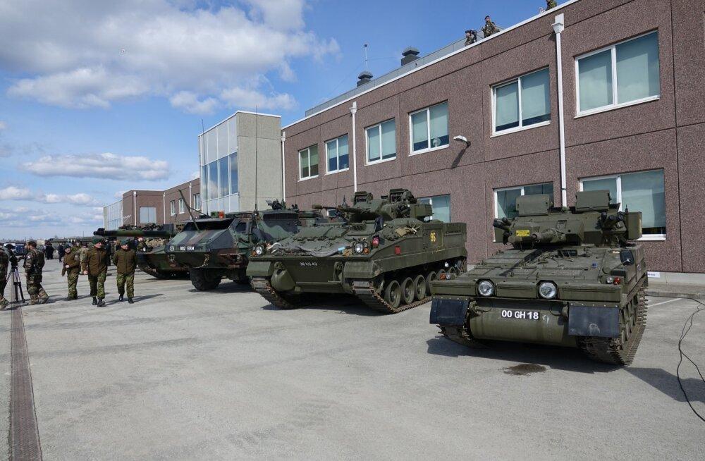 NATO lahingugrupp kogunes Tapa linnakus pidulikule rivistusele