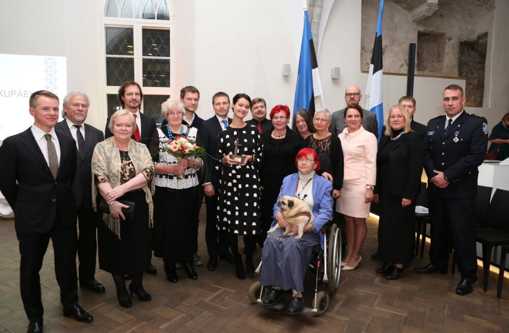 FOTO: Kodanikupäeva aumärgi pälvisid 15 väljapaistvat inimest