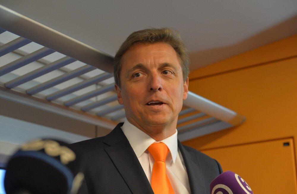 Toivo Promm, sel fotol veel Elroni nõukogu esimees