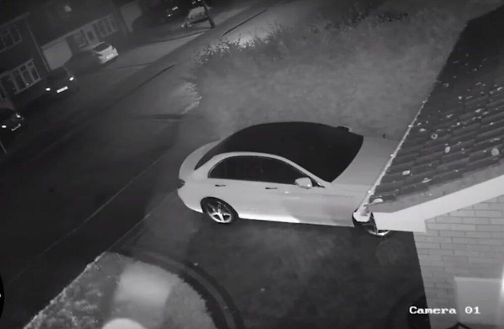 Kiire töö: Mercedese uksed avati ja auto ärandati vähem kui minutiga - aga seda saanuks lihtsalt vältida