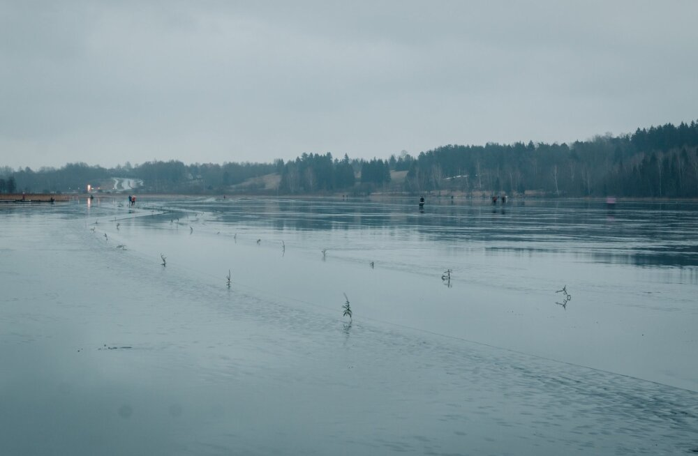Viljandi järve jää sai vihmadega kõvasti kannatada
