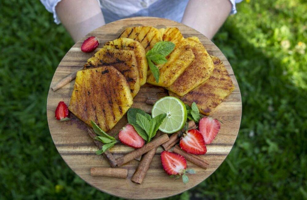 Tee järele — äge grillihäkk ananassiga