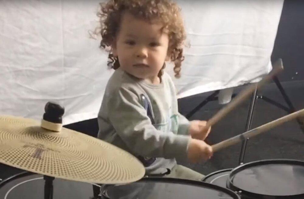 ВИДЕО   Двухлетний барабанщик стал мировой интернет-звездой