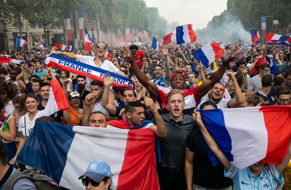 Prantsusmaa poolehoidjad Champs-Elyseel