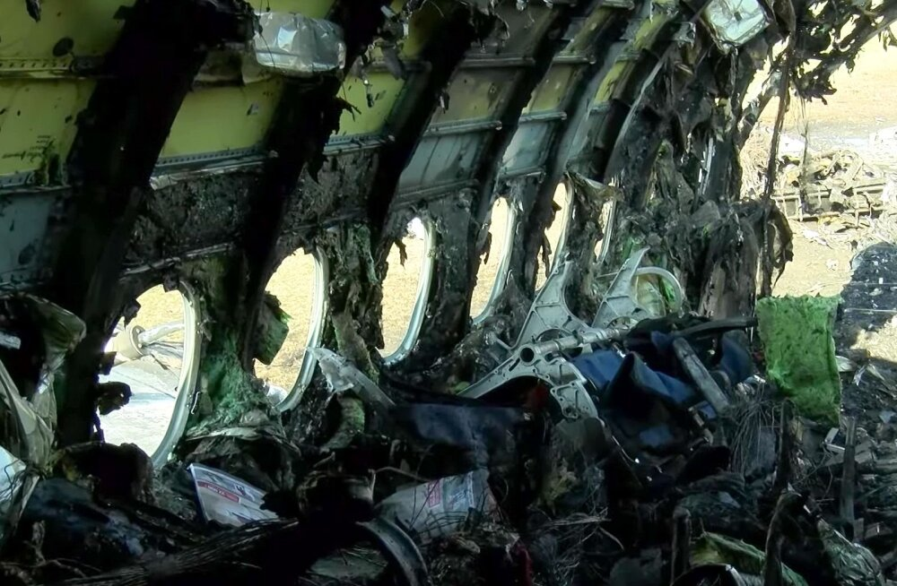 RBK: Moskvas põlenud lennuki pilootide vead olid mootorite väljalülitamata jätmine ja akna avamine