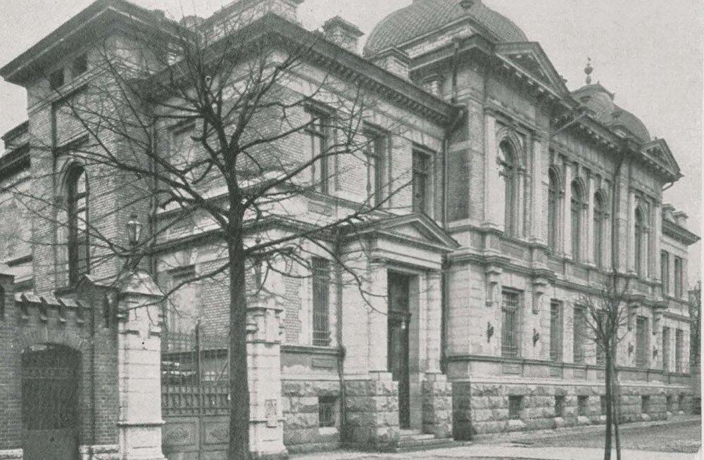 Eesti Panga peahoone Tallinnas kuni 1935. aastani. Eesti Panga kasutusse anti hoone taas 1992. aastal.