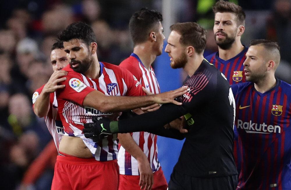 Kohtuniku ema peale roojata lubanud Diego Costa sai mängus Barcelona vastu otse punase kaardi