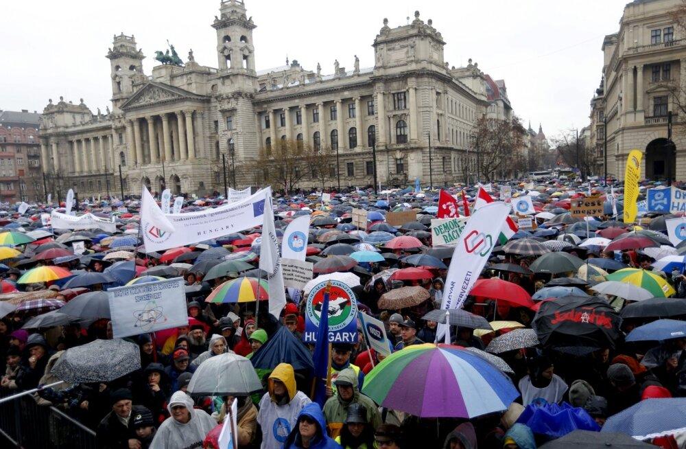 FOTOD: Ungarlased protestivad hariduse riigi kontrolli alla võtmise vastu