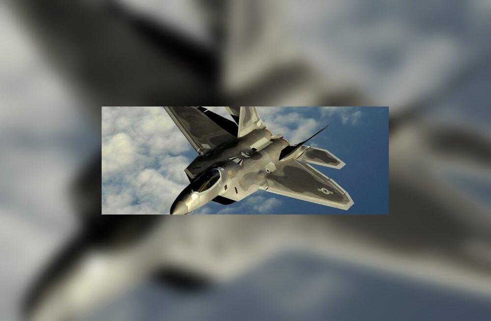 USA seiras Vene pommitajaid moodsaima hävitajaga