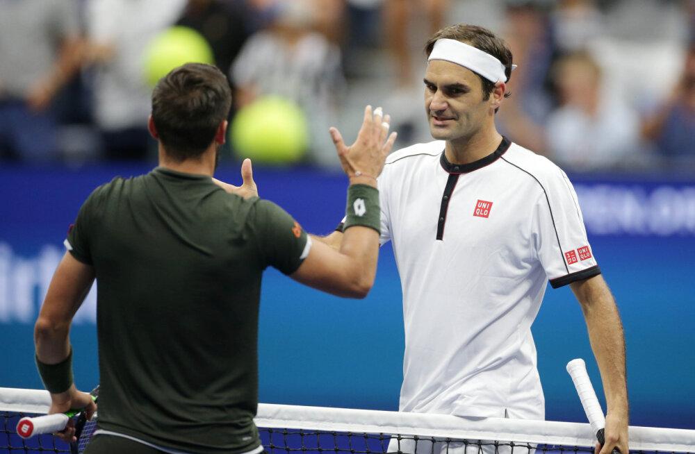 Federer loovutas teist mängu järjest autsaiderile seti, aga pääses kolmandasse ringi