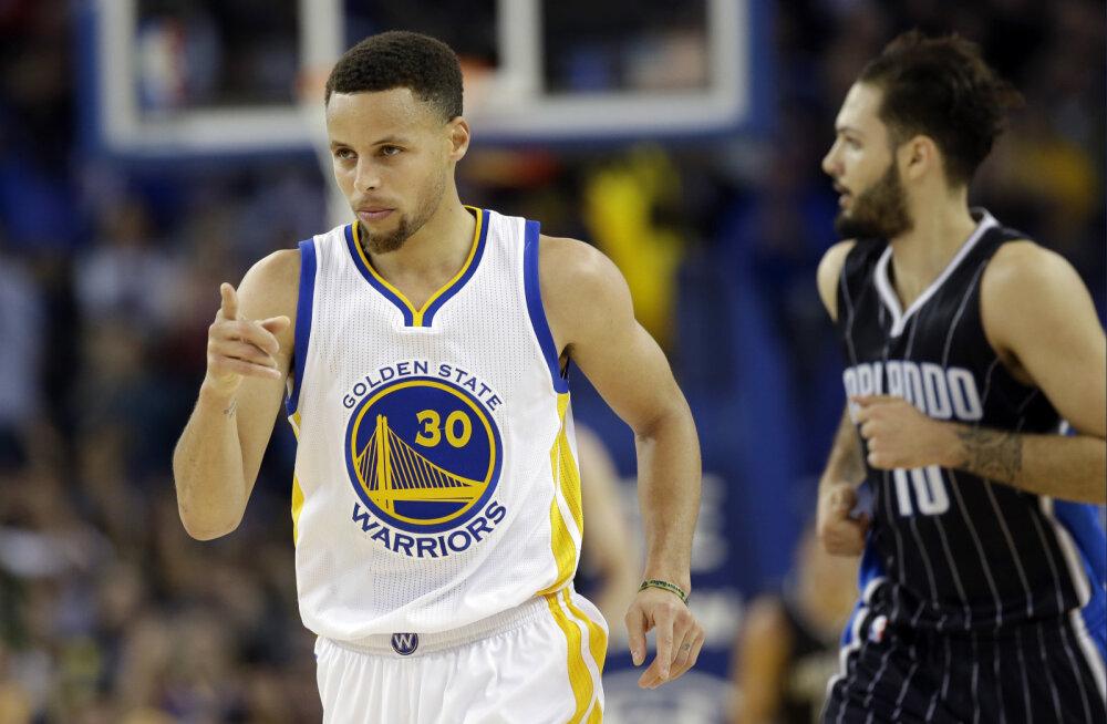 VIDEO: Curry tabas poolaja lõpusekundil poolelt väljakult, Warriorsile järjekordne võit