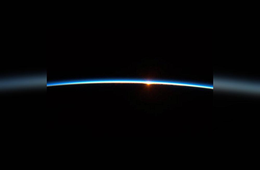 VIDEO: Päikesetõus nähtuna kosmosest (astronaut näeb sellist iga 90 minuti tagant)