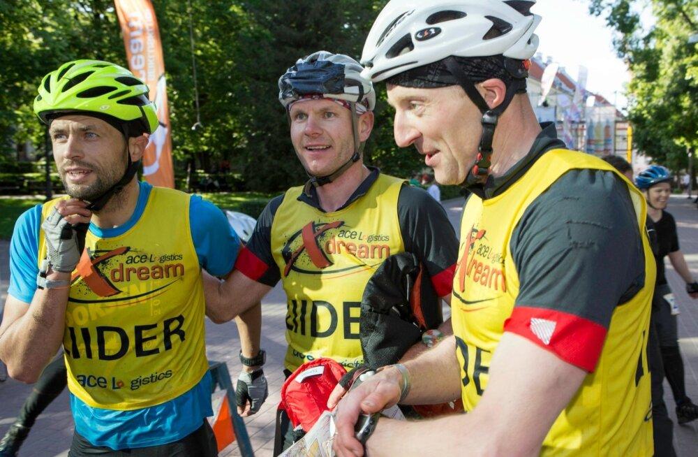 Võidukas Team Nike/SIS Go (vasakult Marek Nõmm, Erik Aibast, Tiit Pekk)