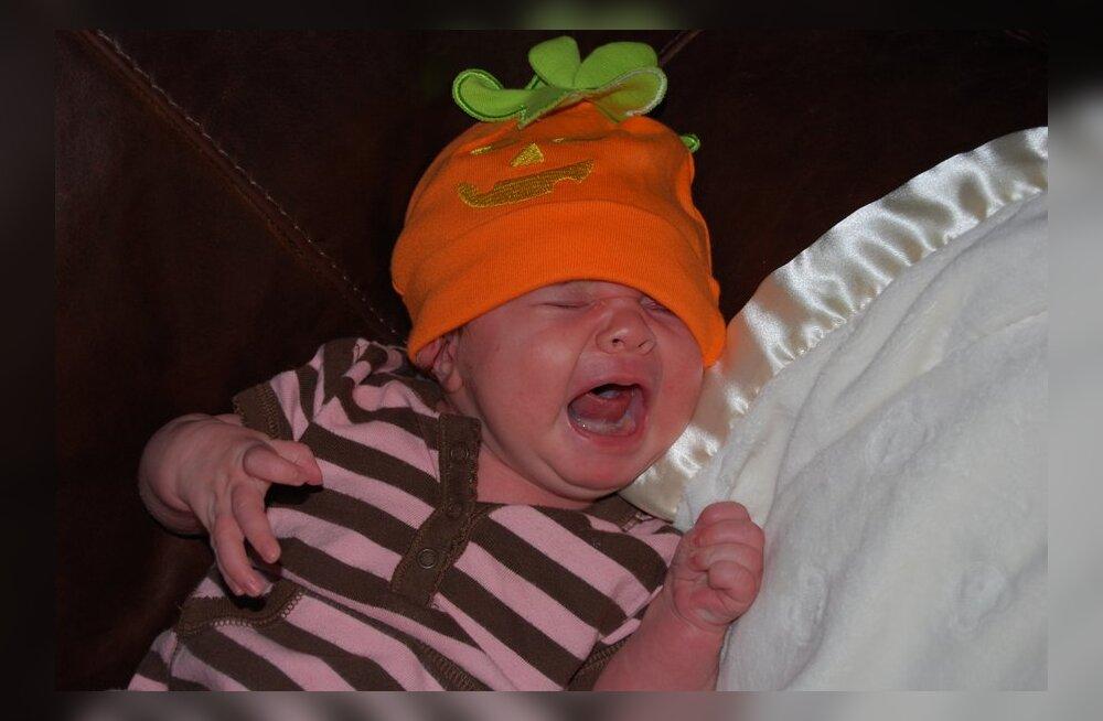 10 põhjust, miks su beebi öösiti ei maga