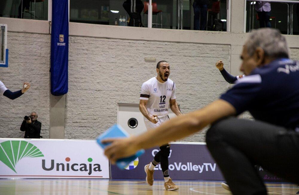 Brasiillane Daniel Maciel (nr 12) oli 20 punktiga Saaremaa resultatiivseim. Esiplaanil juubeldab treener Ioannis Kalmazidis.