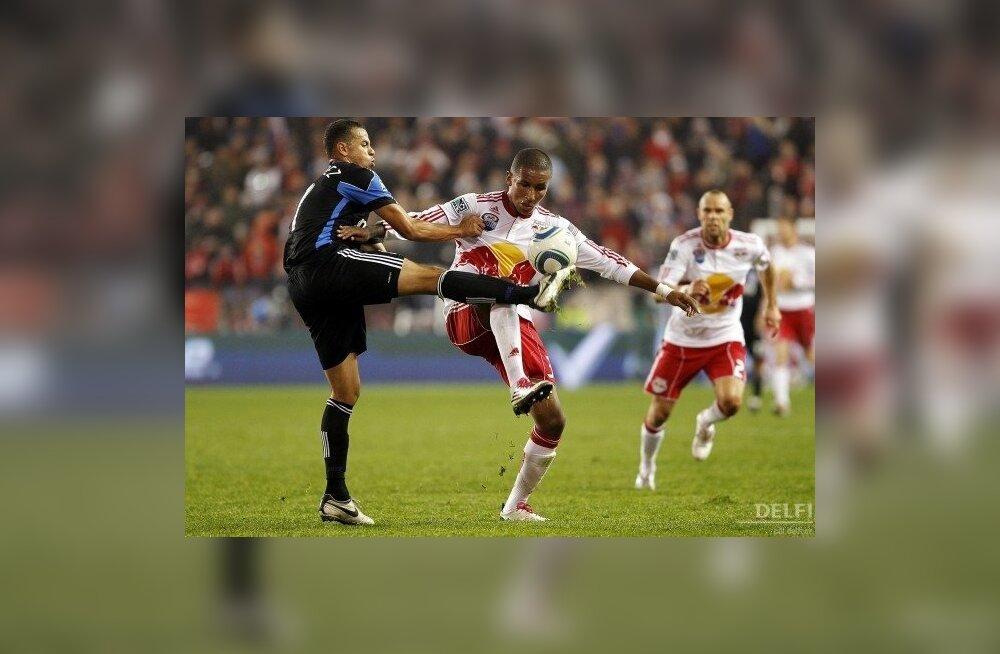 Esiplaanil New York Red Bullsi 17-aastane noormängija Juan Agudelo, jalgpall