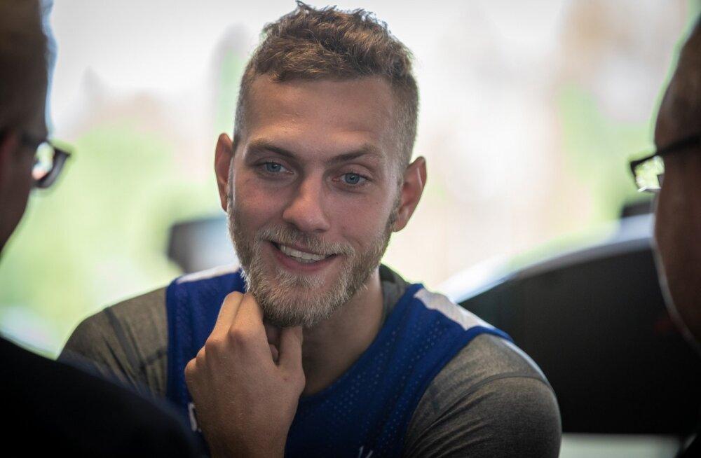 Korvpallikoondise liider Siim-Sander Vene ootab noortelt kaaslastelt võidu eest mängimist.
