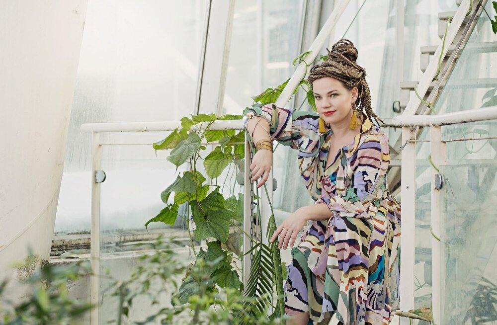 Fotod: Anu Hammer | Stiil: Anu Lensment | Meik ja soeng: Erle TaklaiAssistent: Sonja Kuusk I Täname: Tallinna Botaanikaaed