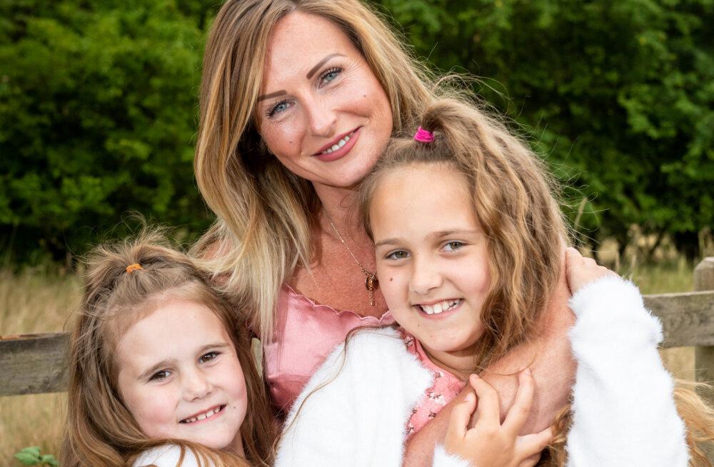 ВИДЕО | Мама-медсестра встретилась с дочками после долгой разлуки. Они не виделись девять недель