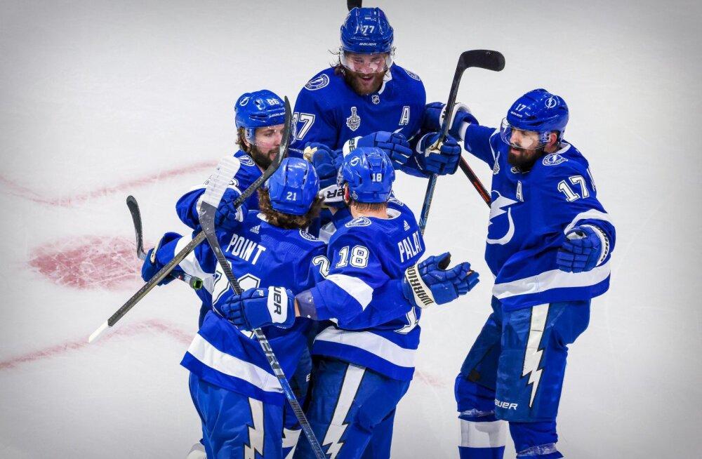 Nelja minutiga kolm väravat visanud Lightning suutis NHL-i finaalseeria viigistada