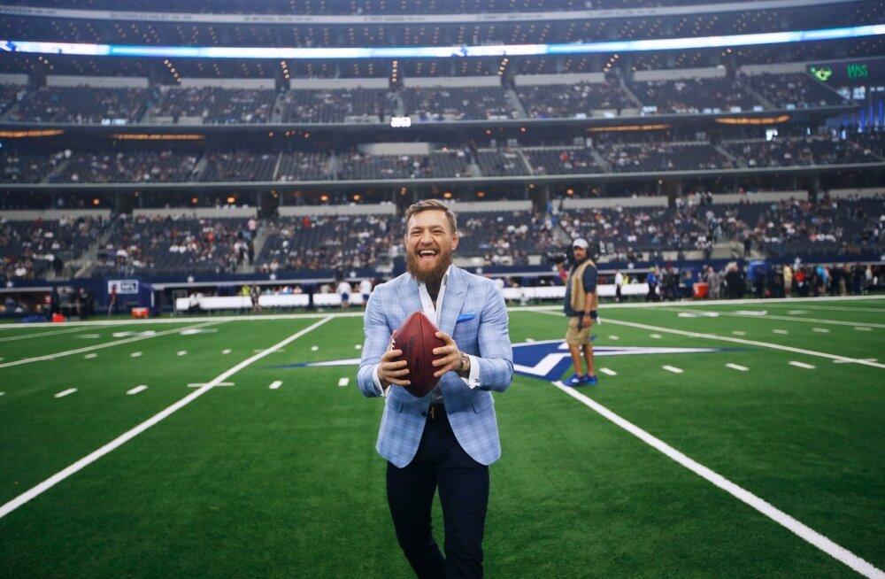 Conor McGregor Dallas Cowboysi koduareenil.
