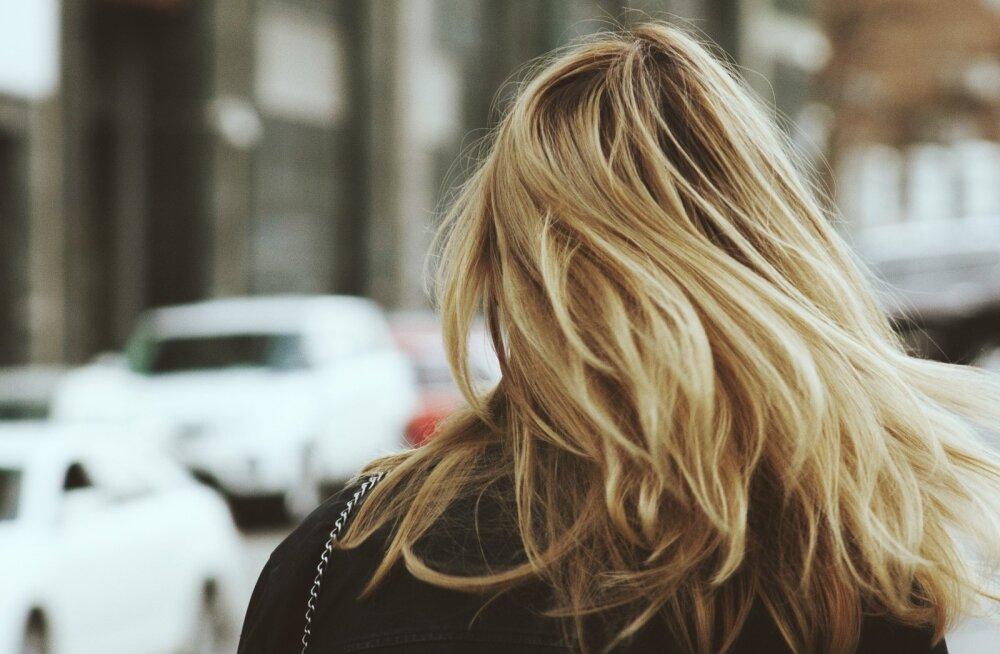 Ilukiirabi: lihtne ja kiire nipp katkiste ja kuivade juukseotste päästmiseks