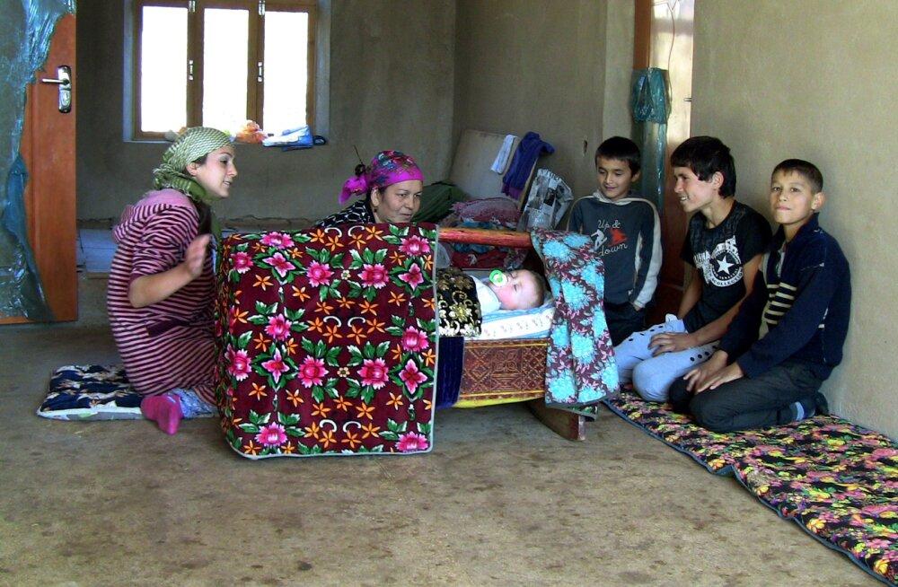 Tadžikistanis keelati venepäraste lõppudega perekonna- ja isanimed