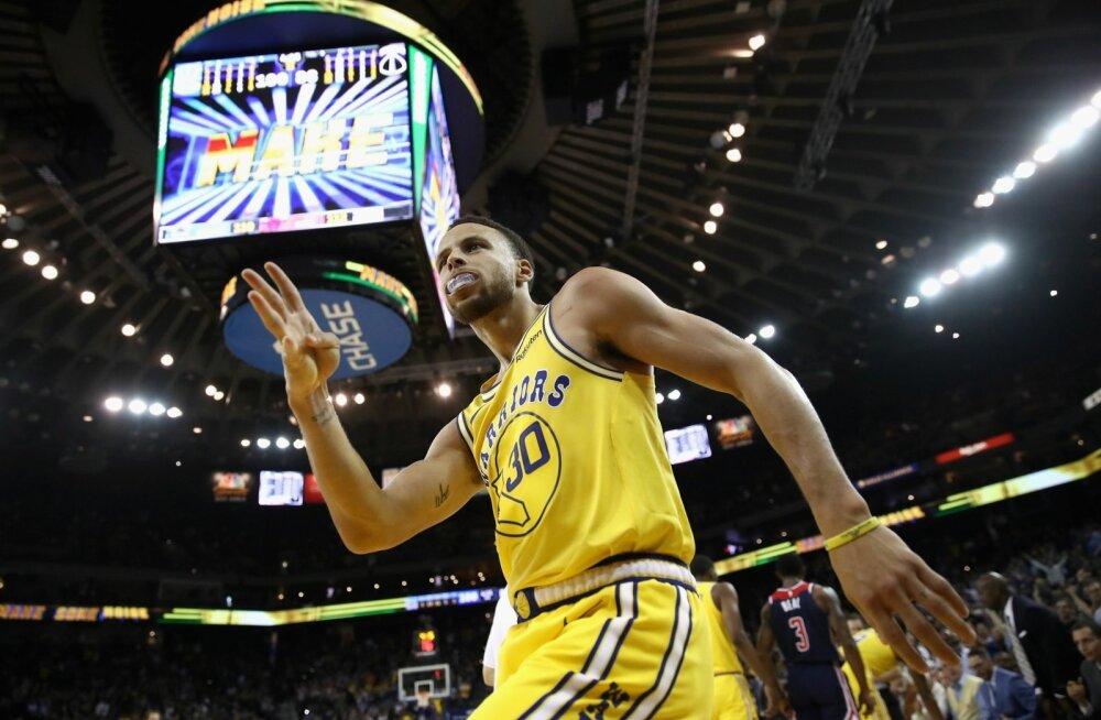 Stephen Curry on tabanud järjekordse kaugviske.
