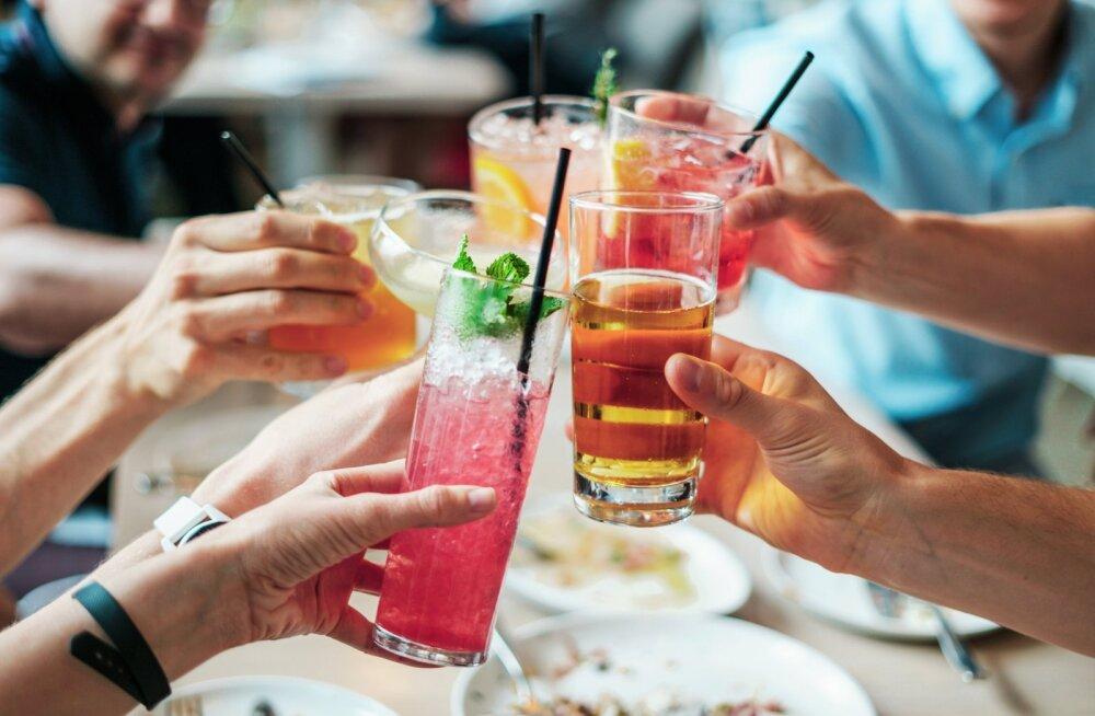 Enamasti on suvejookidel kaks eesmärki: esiteks, kosutada keha ja anda sellele tagasi kuumas kaotatud vedelik, ning teiseks, erinevates seltskondades kergelt joovastada.