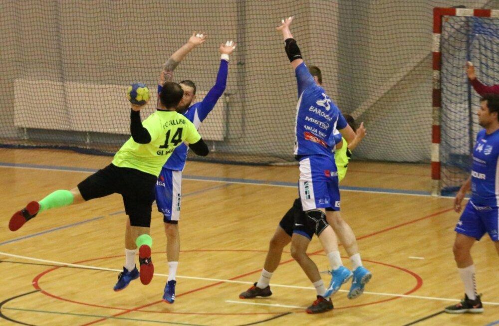Sergei Glinka (nr. 14) viskas küll mängu resultatiivseimana 7 väravat, ent tihti maandusid HC Tallinna visked kehralaste heas blokis ning HC Kehra/Horizon Pulp&Paper sai 25:23 võidu.