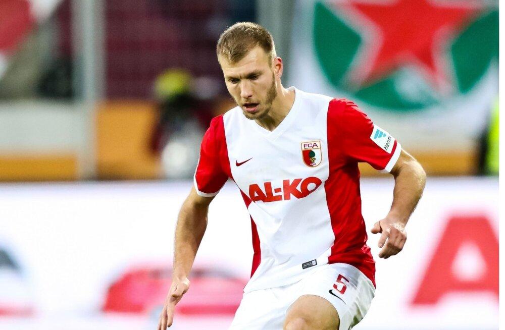 Ragnar Klavan tegi suurliigadebüüdi Saksamaal FC Augsburgi ridades. Bundesligas pidas ta lõpuks 125 kohtumist.