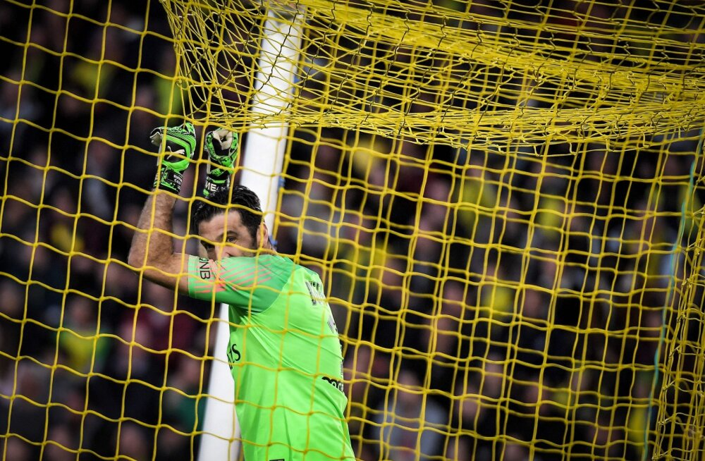 VIDEO | Buffon, mida sa teed? Legendaarne väravavaht otsustas liigamängu ajal väljakumängijaks hakata, vastased tegid seepeale peaaegu skoori
