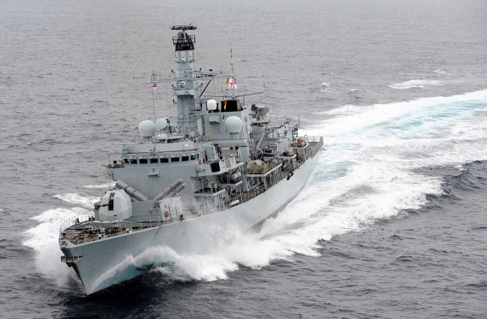 Пять военных кораблей попытались захватить британский танкер у берегов Ирана