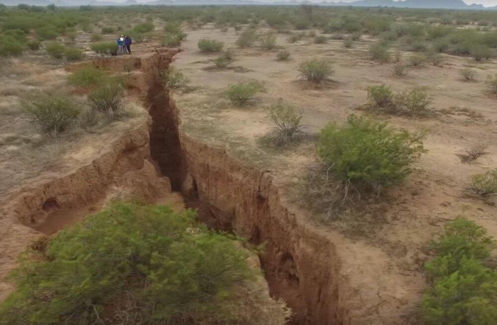 Maa-alused jõud tegevuses: Arizona rebeneb juba kilomeetrite ulatuses