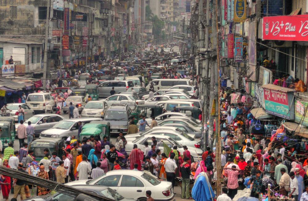 Видео: Как в Китае борятся с неправильно припаркованными машинами