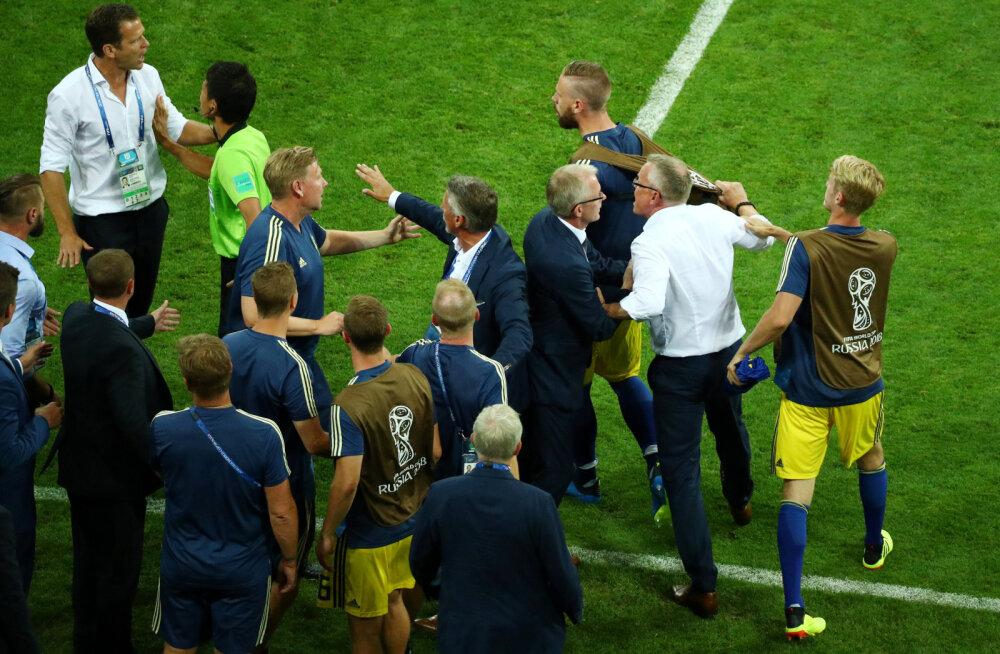 Rootsi peatreener kurjustas sakslastega: mängu lõpus surutakse kätt, mitte ei tulda näo ette hüppama