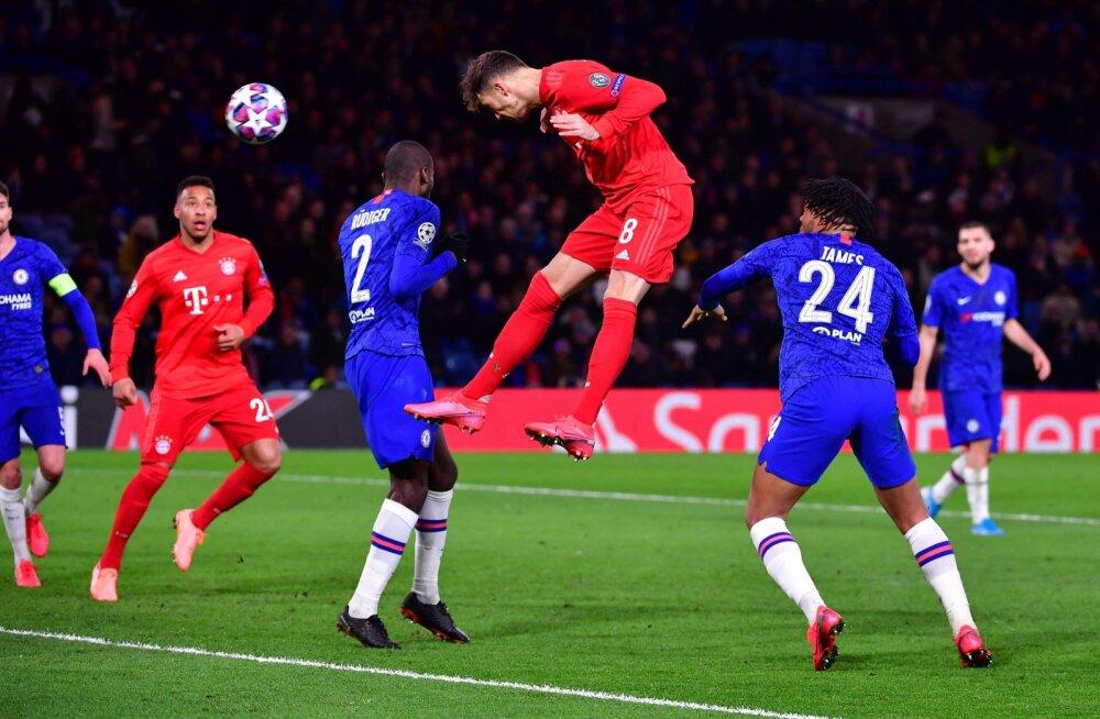 Londoni Chelsea (sinises) mängijad ei suutnud Müncheni Bayerni mängumeestega sarnasele tasemele kerkida.