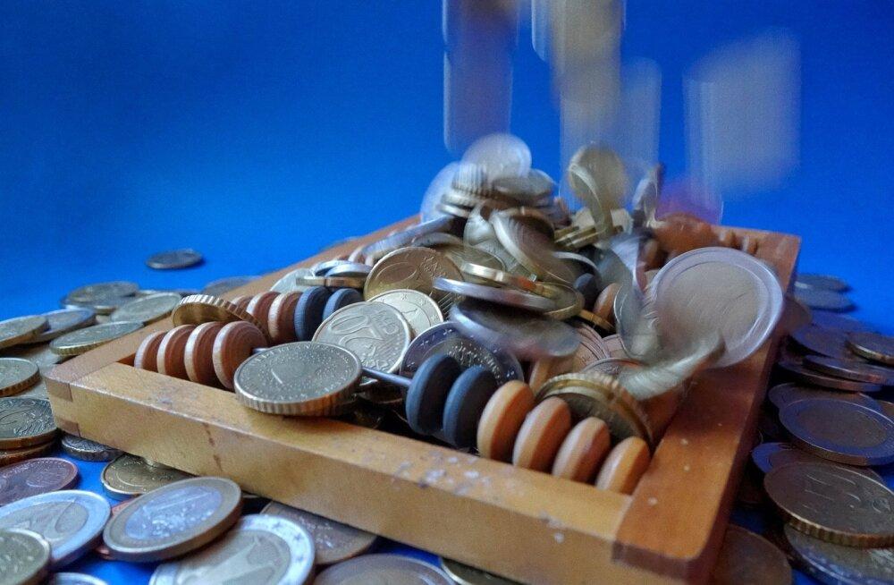 ÜLEVAADE | Suurtel kodumaistel firmadel ajab raha üle ääre, aga investeeringuid tehakse vähe. Kas pangad peaks muretsema?