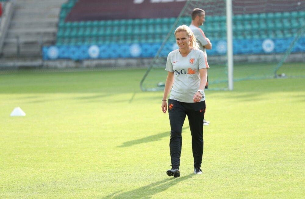 Hollandi naised Eestile armu ei anna, peatreener Sarina Wiegman lubab homme kõik mängu panna