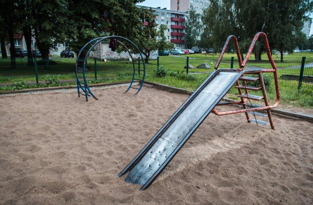 Mõnikord visatakse torusiilipomm mänguväljakule, mis hiljem laste käsi söövitab.