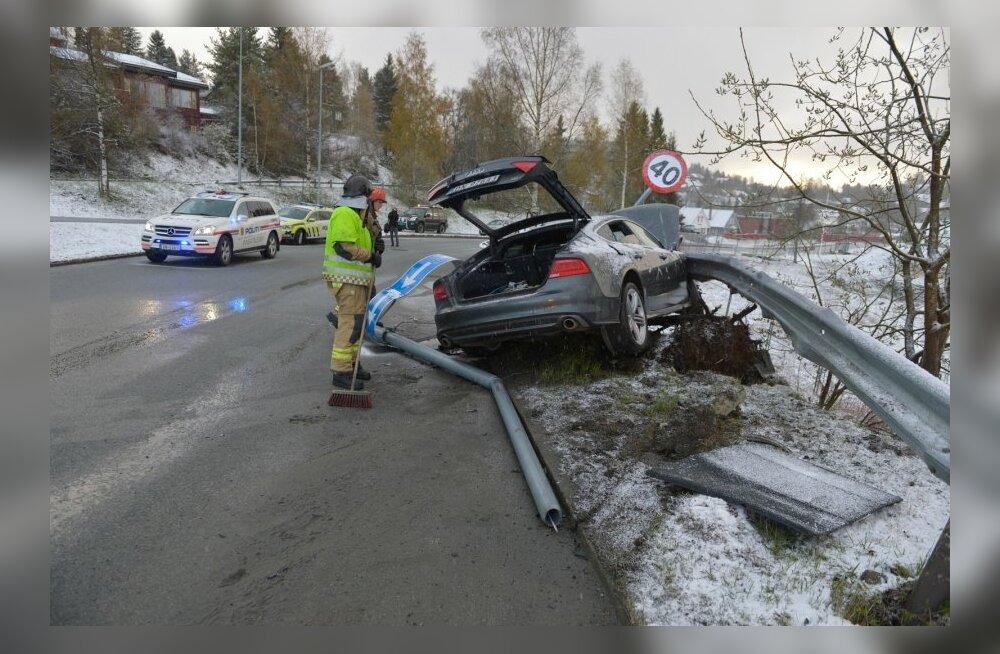 Petter Northugi auto pärast avariid