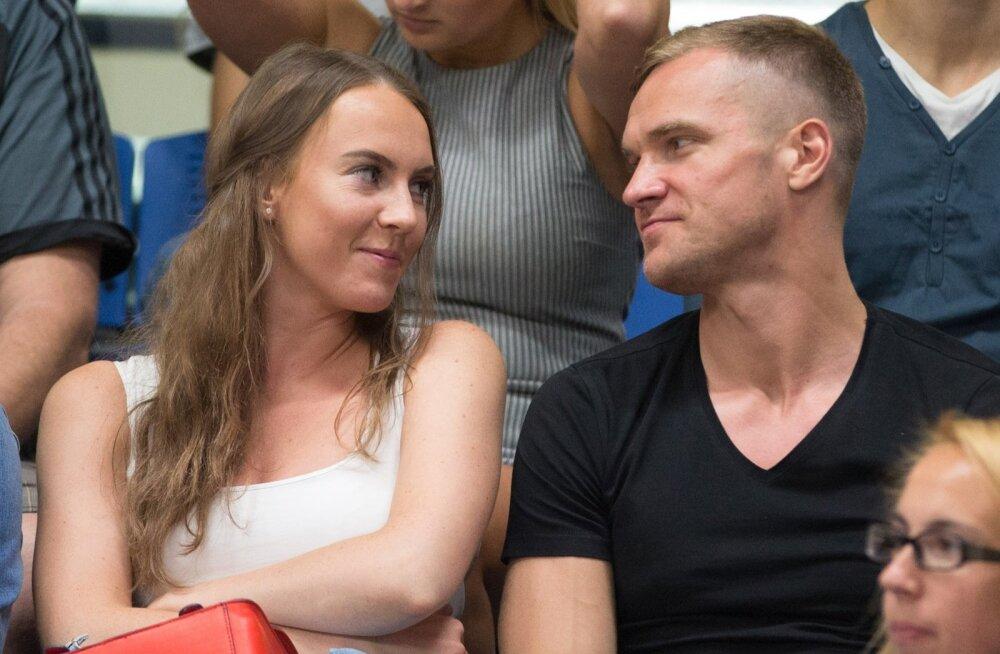 NOORED JA ILUSAD Paula ja Ott jäid koos esimest korda fotograafi kaamera ette möödunud aasta algul Kalevi spordihallis toimunud korvpallimatšil.