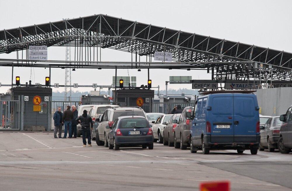 Autod Helsingi sadamas.