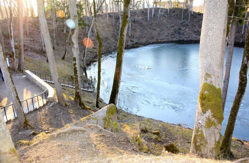 Meil on Kaali järv - maailmas ainus teadaolev asustatud alale langenud kraatriga meteoriidi lugu.