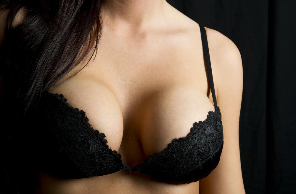 Hiljuti kutsuti tagasi rinnaimplantaadid, mida seostatakse haruldase vähivormiga. Plastikakirurg selgitab, kas paanikaks on põhjust