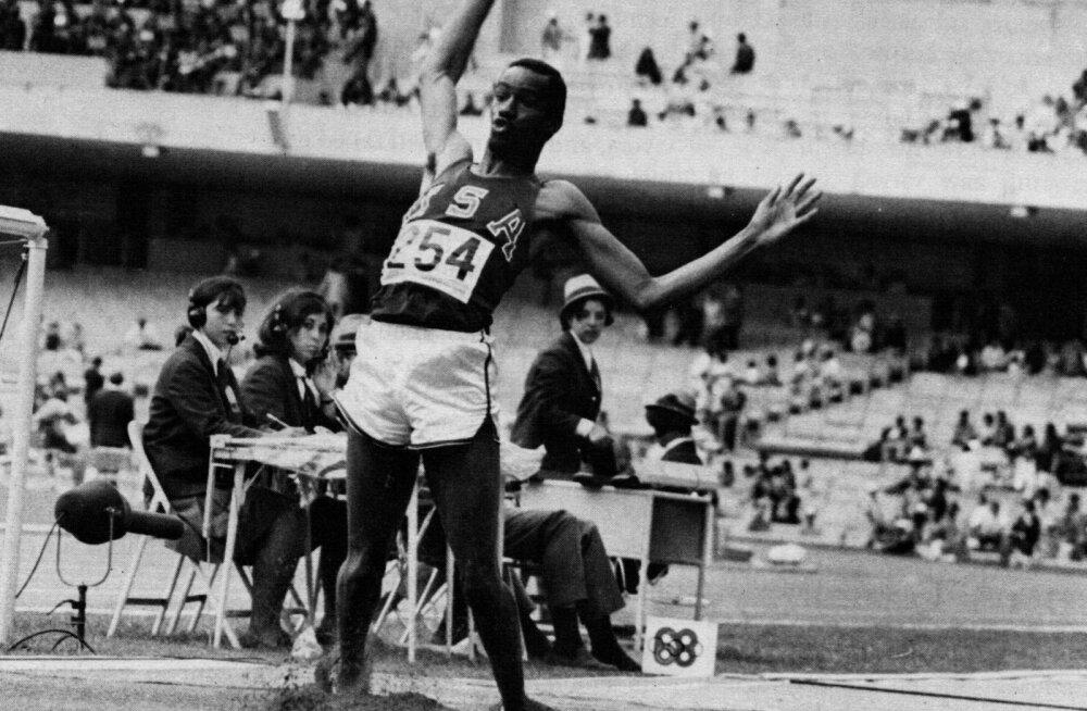 Bob Beamoni kaugushüppe võidutulemus 8.90 püsis kuni 20. augustini 1991, mil ameeriklane Mike Powell sai Tokyo MMil tulemuse. 8.95.