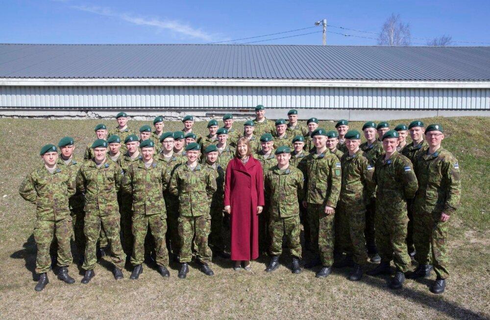 Kersti Kaljulaid kaitseväelastega