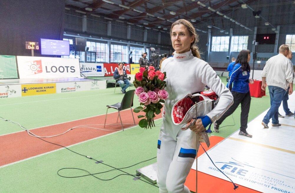 Tallinna Spordhallis jätkuva naiste epeevehklemise MK-etapi lõpetas võistkonnavõistlus, mille finaalis alistas Eesti naiskond 24:21 Prantsusmaa.